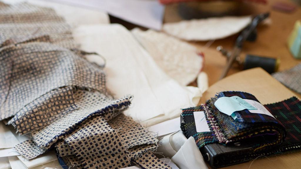 La scelta dei materiali naturali negli abiti di Carmelina Raco